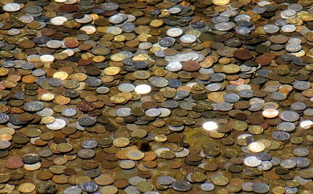 drobné mince – hromada